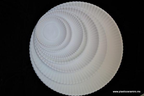 Plato blanco de cartón
